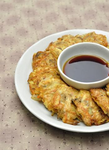 まいたけをたっぷり1パック使ったジョン(チヂミ)は、家にある食材で作れる手軽さが魅力です。サイドメニューはもちろん、おやつや軽食にもつまみやすくて良いですね。