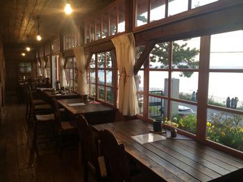 函館市内でも、ひときわ異国情緒とノスタルジックな空気が漂う外国人墓地エリア。明治18年に「函館検疫所」として建築された建物が、2014年に日本茶カフェとしてリニューアルされました。