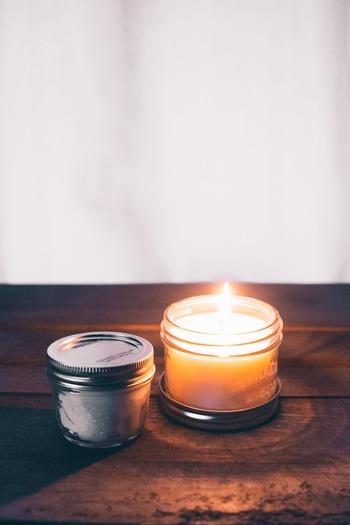 夕方は、照明をつけずにキャンドルの明かりで過ごしてみませんか?小さくて暖かい光は、見ているだけでゆったりとした気持ちにさせてくれます。