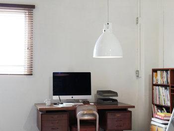 フランスのジェルデ社のシーリングランプは、すっきりとした美しい形でどんな部屋にも似合います。インテリアの邪魔をしないデザインです。