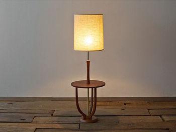 60年代のランプをイメージしたデザインは、シンプルながらもレトロな印象です。サイドテーブルとしても使えます。