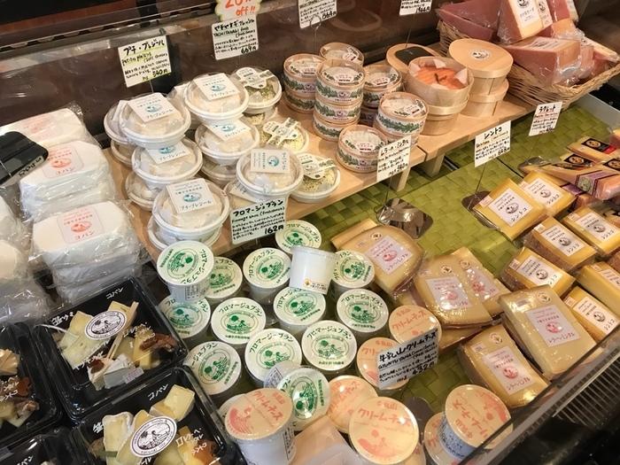 チーズ工房ということで、豊富な種類と量のチーズ製品も魅力的。お土産にぜひ買って帰りたいですね。