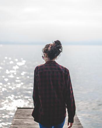 特に大人になっていろいろな経験を積むと、「もっと本音で話し合いたい」と思っている相手にもなかなか踏み込めず、言いたいことを我慢したり、本当は不快に思ったことを打ち明けられずに黙ってのみこんでしまうこともありますよね。