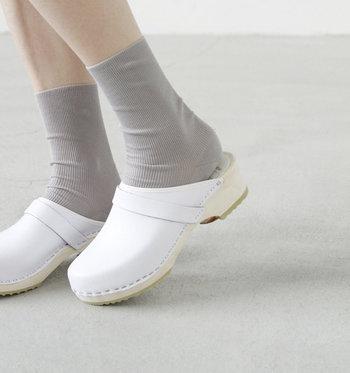 今回はおしゃれなキナリノ読者さんに人気のサンダルに、靴下を組み合わせたコーデを種類別にまとめました。素足で履くのがもったいないくらいの素敵なコーデがたくさんありましたよ。