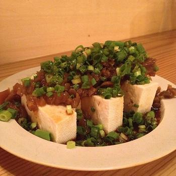 日本で販売されているのは、ほとんどの場合、こぶの部分の塩漬けや、味付けをしたもの。漬物として食べるのはもちろん、いろいろな食材と組み合わせて、料理に活用することができます。