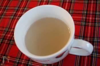 【レンコン湯】 喉の痛みを感じたらまずは試してほしいレンコン湯。レンコンに生姜、はちみつも入ったスペシャルドリンクです。