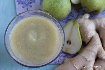 【洋梨ジンジャースムージー】 旬のフルーツ洋梨も、喉の炎症を抑えてくれるというソルビトールが豊富に含まれている喉ケア食材なんです。生姜と一緒に取ればさらに効果アップがのぞめそうですね。