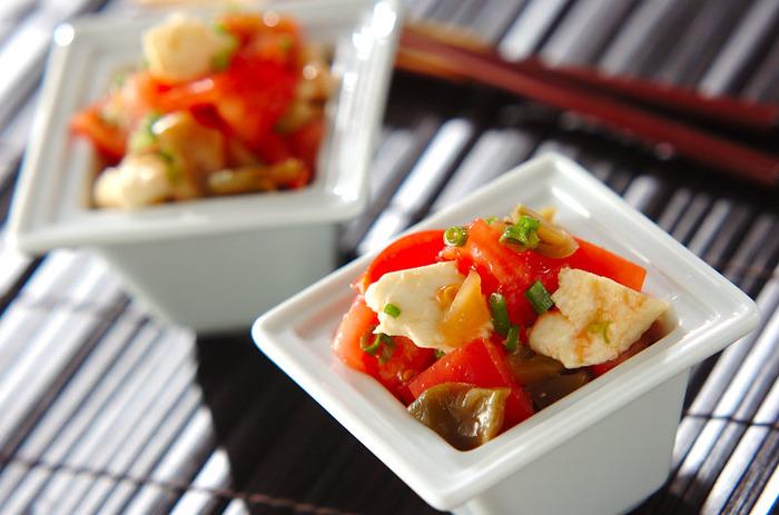 トマトとモッツァレラチーズの鉄板コンビに、不思議とザーサイが合うオードブル風。イタリア風でありながら、中華風。お食事にも、ワイン・お酒にも合います。