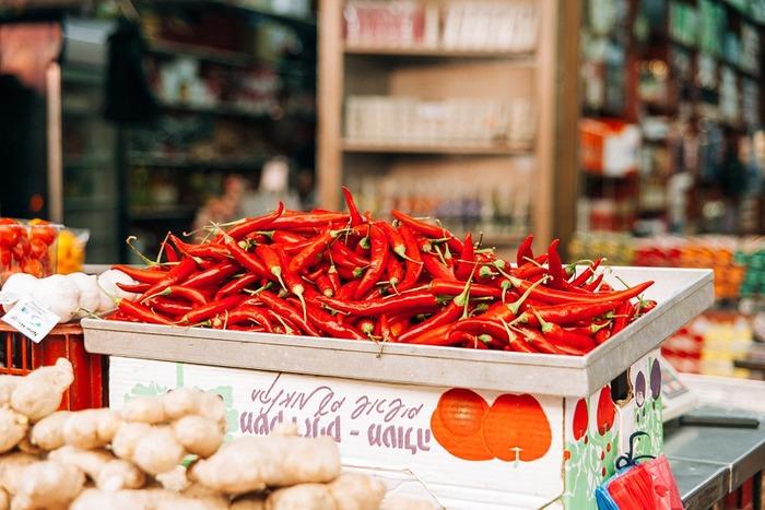 唐辛子や辛子、ワサビなどの刺激物や、酢や柑橘類など酸味の強いものは控えましょう。また、冷たいものより温かいものの方がいいですが、熱すぎるものはNGです。