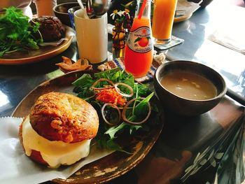 ランチには自家製のパンを使ったサンドメニューが食べられます。他にも、クロックムッシュやあんバタートーストなど美味しいパンが豊富。青島に行ったら、ぜひ訪れてみたいパンカフェです。