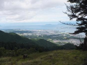 頂上からの眺望のすばらしさと、夏は涼しさに感動するかもしれません!