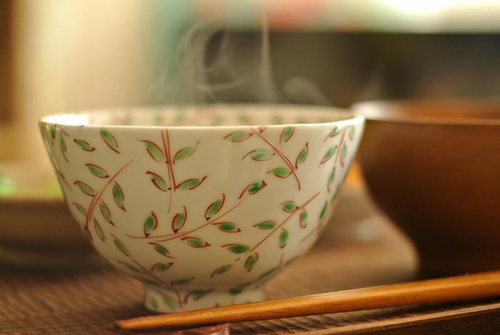 みなさんは、日々の食卓でどんなお茶碗と汁椀を使っていますか? 毎日使うものだから、いいものを長く大切に使って行きたいですよね…。お茶碗と汁椀を目の前にして食卓に座った時、心の底からほっと出来る、そんなお気に入りのひとつを選んでみませんか!
