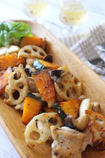 たっぷりのカボチャと、レンコン、キノコといった秋野菜をバラエティ豊かに使ったおかず。見た目の賑やかさに加え、シャキシャキ&ほっくりとした食感も楽しめる一品です♪