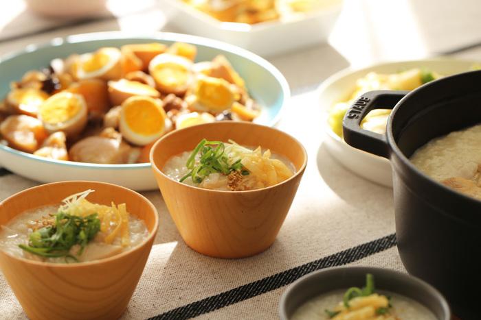 お味噌汁だけでなく、例えば、お粥、コーンスープ、シリアル…などなど、盛り付けるものを選ばない、その使い勝手の良さも魅力のひとつ。多用途に使えるこんな汁椀がおうちにいくつかあると、とっても重宝しそうですね!