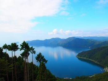 まずは琵琶湖の最北端、米原から近江塩津にかけての湖北エリア。奥琵琶湖を囲む数々の美しい観光スポットをご紹介します。