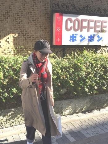 いわずと知れた日本のカジュアルブランド「ユニクロ」のトレンチコートは、シワがつきにくいポリエステル混素材。ストレッチ性があり、着やすく、トレンチ特有のカチッとした印象よりもやわらかいコーデができるのが特徴です。