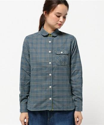チェックのシャツで綺麗目コーデ。シャツは脱ぎ着しやすいので、ハイキングや登山でおすすめのレイヤードスタイル。