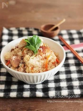 材料を炊飯器に入れて炊くだけで出来ちゃう、簡単な炊き込みご飯。ほっくりとした里芋と鶏肉の相性が抜群!