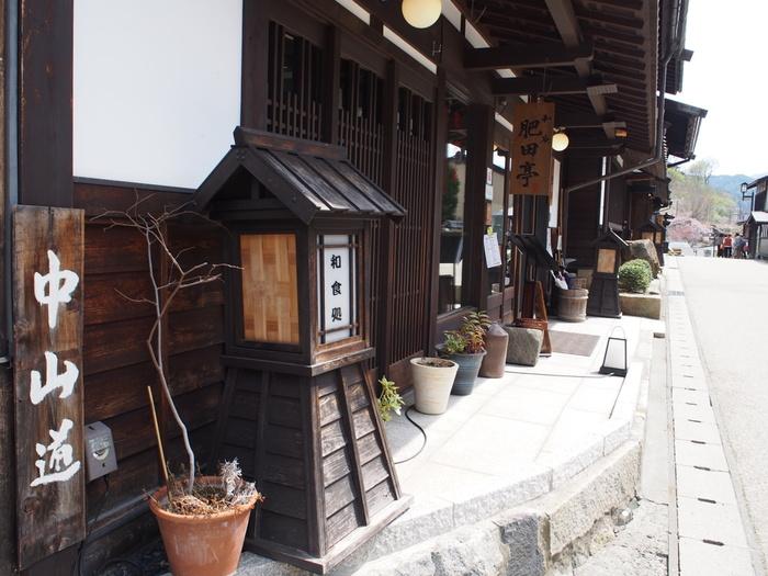 「和庵 肥田亭 (なごみあん ひだてい)」 は、木曽福島駅から徒歩10分くらいのところにある和食レストラン。古民家を改装した歴史ある店構えです。