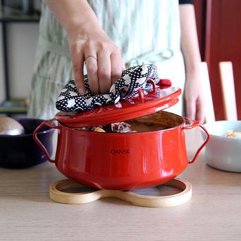 初秋の食材をたっぷり楽しめる『煮込み料理』。アク取りなどの手順に手間がかかるイメージですが、実は時間をかけて煮ているだけで、複雑な調理はあまりないのが煮込み料理のいい所。