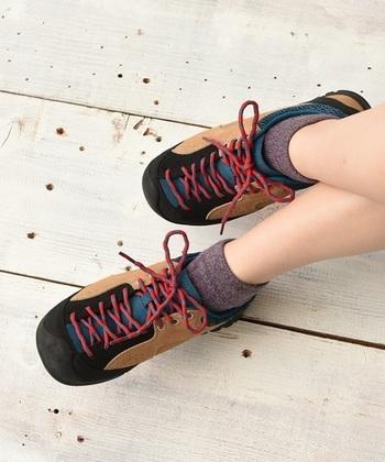 ハイキングだったら、ローカットのスニーカーでもOK!フェスでも活躍してくれますよ。