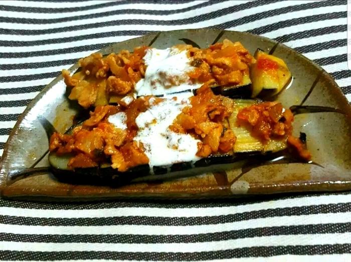 「裂く」という意味のカルヌヤルクはトルコの定番家庭料理です。トロトロになったナスをお肉とからめて頂きましょう。トルコはナスを使った料理がとても多いのが特徴です。ワンパターンになりがちなナス料理のレシピに加えてみては?