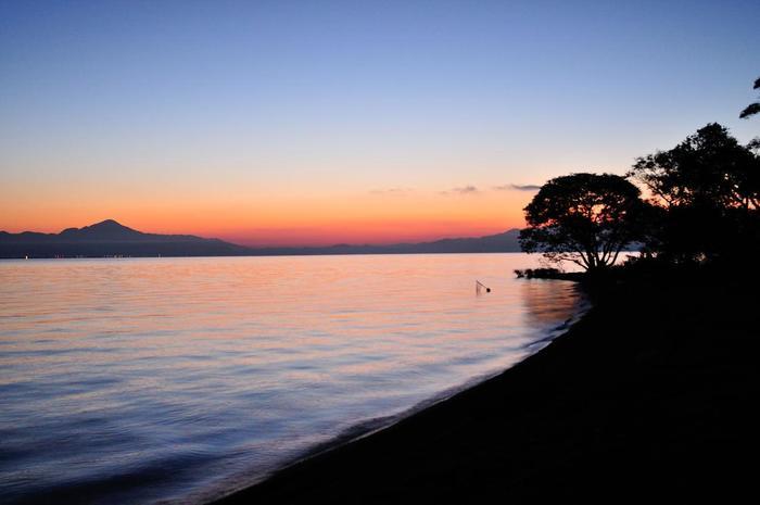宿泊すればこんな朝焼けの琵琶湖が見られるかもしれません♪