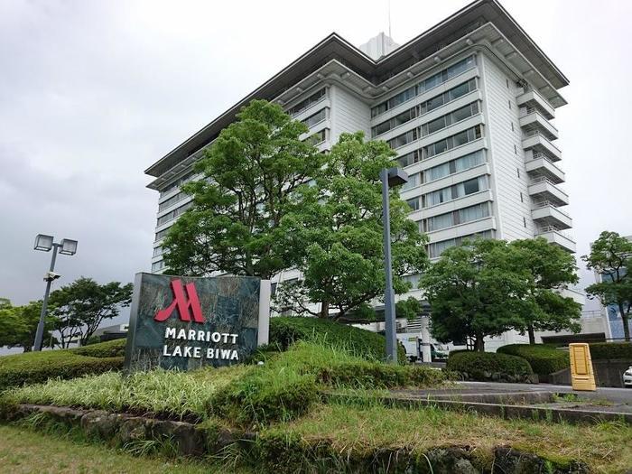 旧ラフォーレ琵琶湖を改装し2017年7月にオープンした琵琶湖マリオットホテル。琵琶湖湖畔に建ち、近江八幡や草津にも近く、琵琶湖大橋を渡れば浮御堂や琵琶湖バレイにも近い人気のホテルです。