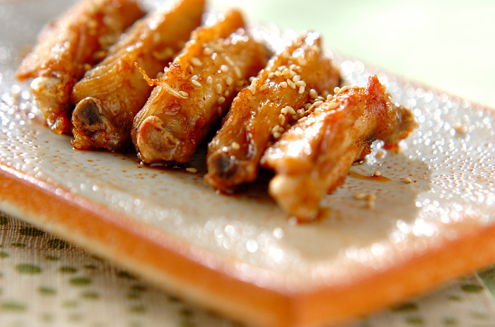 こちらは、手羽中を揚げてから、用意しておいた甘辛だれにくぐらせた唐揚げ。カリカリで香ばしく、こちらもまた絶品。唐揚げはとても人気なので、いろいろな方法で試してみるのもいいですね。