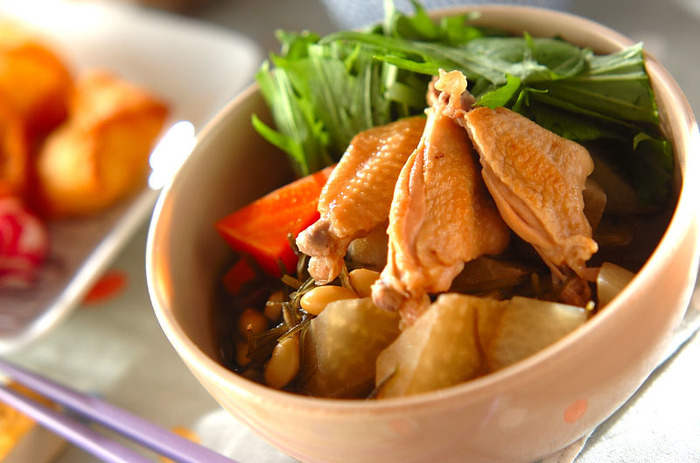 手羽中は、骨付きなので見た目の豪華さやうまみがあり、それでいて食べやすく調理しやすいという、まさにいいとこどりの部位です。いろいろなお料理に使わない手はありませんね。