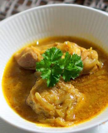やっぱり子供はカレー味が大好き。骨付き鶏もも肉をじっくりと煮込んでいるので、出汁が出て美味しいですよ。他にも、白菜やキノコ類を入れてもとっても合いますよね。