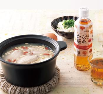 手羽中のコラーゲンを残さずそのままいただく、韓国のサムゲタン風の鍋。韓国では、夏バテのときの疲労回復として食べるメニューだそうですから、季節的にもちょうどおすすめ。もちろん、一年中食べたい、体が喜ぶお鍋です。