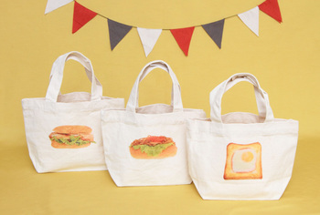 美味しそうなパンの写真を利用したトートバッグ。 ちょっとそこまでのお買い物やランチバッグにもぴったりです。