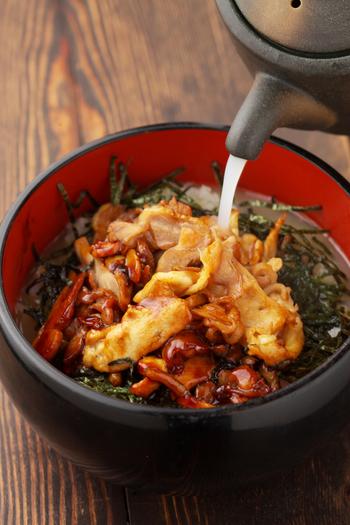 ランチのおすすめは、最高級「鹿児島シャポーン鶏」の鶏ひつまぶし。鶏はたたきと炙り焼きが選べます。