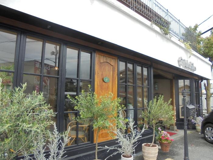南草津駅から徒歩20分、草津市矢橋町にあるカフェ「TSUKUHIKO」。矢橋帰帆島公園や水生植物公園などへのアクセスも良く、人気のお店です。