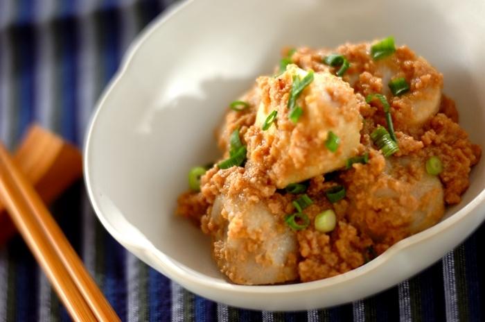 秋から冬が旬の秋野菜、サトイモ。胃の調子が気になる時にもおすすめ。さらには食物繊維、カリウムも豊富なお野菜なんです。そぼろあんで、サトイモの素朴な美味しさを堪能しましょう。
