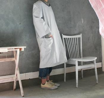 洋裁の心得があるなら、自分で作ってしまうのも良いかも。お気に入りの生地を見つけたら、ミシンでカタカタ手作りしよう。袖や着丈を自由にカスタマイズできるのが手作りの良い所。