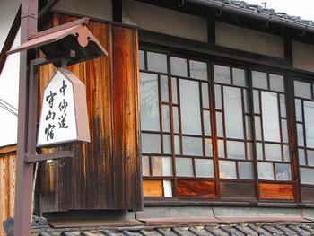 京立ちの守山泊りといい、江戸時代、中山道を京から江戸へ向かう人々の最初の旅宿となっていた守山。守山寺東門院や佐川美術館などの観光スポットもあり、プラネタリウムが人気の琵琶湖マリオットホテルもあります。