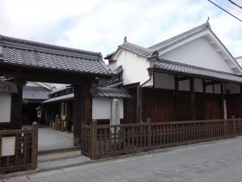 東海道と中山道が交わる唯一の宿場町・草津。数々の歴史的偉人も訪れた草津宿本陣や、水生植物公園みずの森や琵琶湖博物館などの観光スポットも多い草津でのランチをご紹介します。