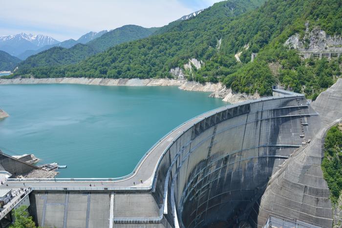 アルペンルートや黒部ダム、チューリップ公園など見どころがたっぷりある「富山県」。一度訪れたら何度でも訪れたくなる魅力にあふれた場所です。北陸新幹線が開通しアクセスしやすくなったこともあり、訪れたことがある方も多いのではないでしょうか?