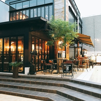 表参道駅から徒歩約7分。キャットストリートから一本裏に入ったところにあるこちらのお店は、ハワイアン&メキシカン料理の楽しめるカフェ。