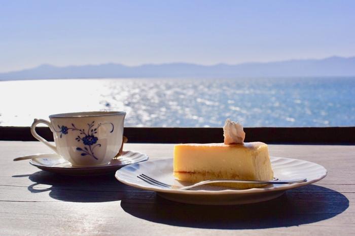 コーヒーには近江八幡産の竹炭が使用されています。