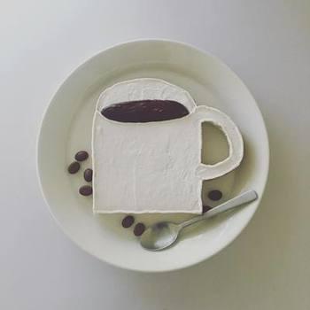 |@mekkoja_valo さんより  iittalaのブランドを代表するシリーズ「Teema」。これさえあればもう他のお皿はいらないかもしれない・・・と思わせるほど、和洋中と使い勝手抜群のプレートです。オシャレな食パンアートも映えるシンプルなデザインが魅力。フチのちょっとした立ち上がりがスープパスタなんかにも便利なんです。