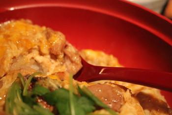噛み応えのある比内地鶏と朝採れたての玉子を使った親子丼に、一度訪れた人からは絶賛の声が!