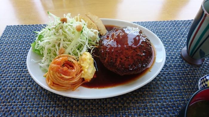 JR柏原駅からすぐの一軒家レストラン。ランチのハンバーグは1日10食限定ですが、800円とかなり安いのが嬉しいです♪