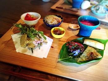 その月に合わせた養生ごはんとして、前菜・おばんざい・メイン・ご飯・デザートと、すべて体にやさしい食材がコースになっています。