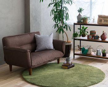 一人暮らしや小さなお部屋にも置けるコンパクトサイズのソファは、かっちりした型が多くリラックスできるか心配…。 そんな方におすすめなのはリクライニングソファ。 ▷リクライニングカウチソファー NEIRO