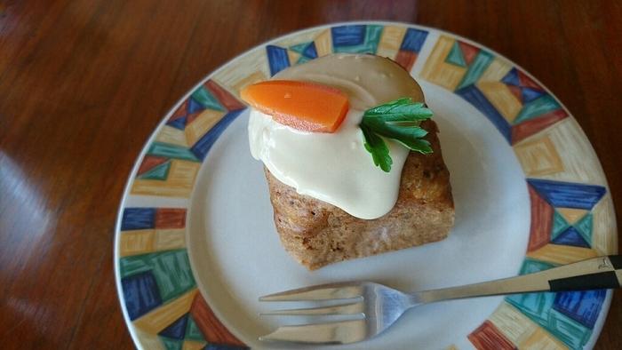 デザートもついていて大満足のランチプレート。昭和の雰囲気の里山でのんびり過ごせるアンティークカフェは、また訪れたくなるお店です。