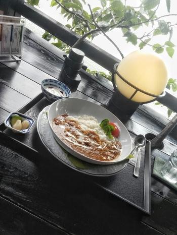 ランチはカレーライスかきのこのドリア。琵琶湖が見える席が空いたら食事中でも案内してもらえることも。
