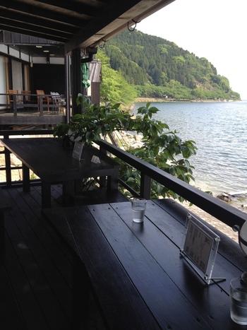 ゆっくりコーヒーを飲みながら、琵琶湖や水鳥をいつまでも眺めていたい気にさせられるお店です。